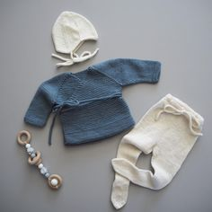 Når en finfin venninne spør om jeg kan strikke hentesett til kommende lillebror, er jeg ikke vond å be 💛… Knitting For Kids, Knitting Projects, Baby Knitting, Crochet Cross, Knit Crochet, Baby Cardigan, Baby Kind, Drops Design, Little People