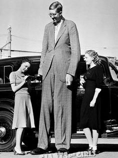 wow!!!!Robert Wadlow, the tallest man on earth.