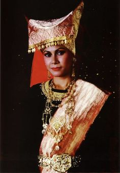 custom dress from West Sumatra - Bukittinggi
