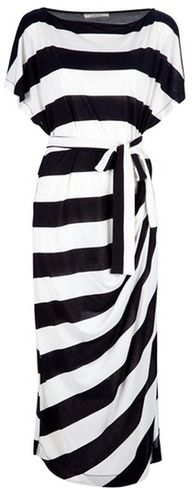By Malene Birger Takinhi Stripe Dress -would look great with red high heels Fashion Mode, Look Fashion, Womens Fashion, Fashion News, Fall Fashion, Fashion Shoes, Mode Chic, Mode Style, Cute Dresses