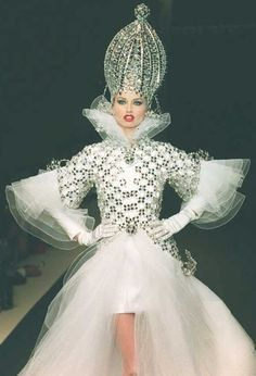 Adriana Sklenaříková - Paco Rabanne - Fall 1995 Couture
