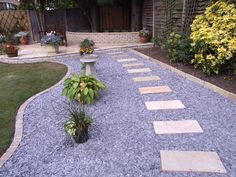 Backyard Landscaping With Rocks Gravel Patio 29 Ideas Patio Edging, Pea Gravel Patio, Slate Patio, Gravel Garden, Garden Paths, Gravel Path, Rock Pathway, Gravel Stones, Flagstone Patio