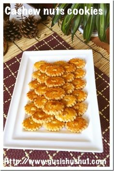 Cashew Nut Cookies (腰豆酥饼) Chinese New Year Desserts, Chinese New Year Cookies, Chinese New Year Food, New Years Cookies, Nut Recipes, Easy Cookie Recipes, Cookie Desserts, Asian Recipes, Cooking Recipes