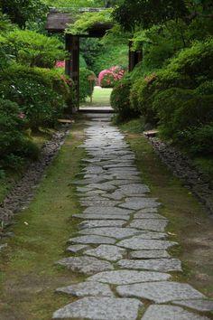 Cozy and relaxing garden trail in Japan. http://ift.tt/2vfbLIk