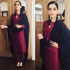Sonam Kapoor in burgundy churidar suit Indian Suits, Indian Attire, Indian Wear, Punjabi Suits, Salwar Kurta, Anarkali, Churidar Suits, Pakistani Dresses, Indian Dresses
