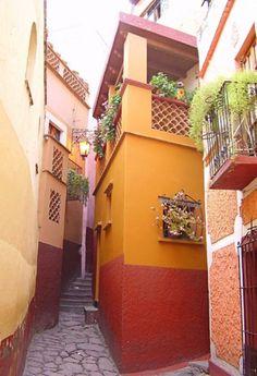 The Alley of the Kiss (El Callejón del Beso) Guanjuato