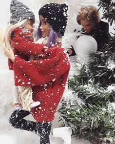 """Olivia Llarena on Instagram: """"My girl and I are running away from snowballs😁☃️❤❤❤❤…"""" Christmas Barbie, Christmas Fashion, Barbie Family, Christmas Settings, Barbie World, Barbie And Ken, Snowball, Illustrations And Posters, Running Away"""