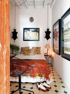 A very bold bohemian house in Spain / Keltainen talo rannalla Mexican Interior Design, Interior And Exterior, Bohemian House, Bohemian Decor, Home Bedroom, Bedroom Ideas, Eclectic Decor, Cool Rooms, Home Art