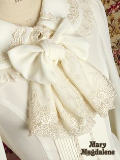 Something with lace this beautiful. Sleeves Designs For Dresses, Sleeve Designs, Blouse Designs, Lace Collar, Collar Blouse, Preppy Outfits, Girl Outfits, Cute Dresses, Prom Dresses