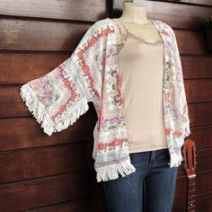 Aquele detalhe romântico que só os kimonos boho têm... Por 9990  Saiba mais e peça o seu pelo nosso Whatsapp: 13982166299