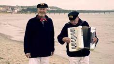 """Kurz vor der Wende hatten Hannes Müller und Hans Badrow in Bergen auf Rügen eine wichtige Prüfung zu bestehen, denn ohne staatlich anerkannten Eignungsnachweis war in der DDR kein öffentlicher Auftritt als Berufsmusiker möglich. Seit 25 Jahren treten sie nun als musikalisches Duo """"Hannes und Hans"""" auf."""
