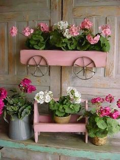 The DIY planter box is an easy but efficient medium for displaying your favorite plants. Planters are a means to make your garden neater and easily rearranged. Diy Planters, Planter Boxes, Garden Planters, Balcony Plants, Planter Ideas, Garden Crafts, Garden Projects, Garden Art, Diy Projects