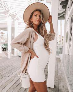 333a8f9c7 1208 mejores imágenes de Moda de maternidad en 2019