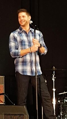 """#FANGASMSPN """".@JensenAckles : recommends book of Mormon.  Theater helps them remember their craft and routes actors take #njcon"""