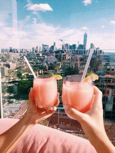 Rooftop cocktails goals. Via | actuaally.tumblr.com