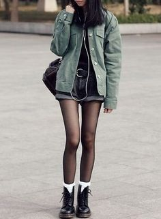Street style   Khaki vest with shorts and boots