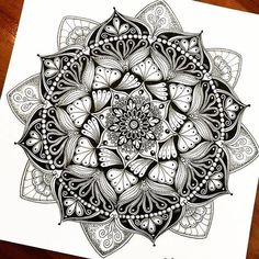 40 Beautiful Mandala Drawing Ideas & Inspiration · Brighter Craft 40 illustrated mandala drawing ideas and inspiration. Learn how you can draw mandalas step by step. This tutorial is perfect for all art enthusiasts. Mandala Design, Mandala Art, Mandala Nature, Image Mandala, Mandalas Painting, Mandalas Drawing, Flower Mandala, Mandala Feather, Kunst Tattoos