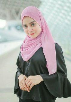 Beautiful Hijab, Beautiful Eyes, Beautiful People, Beautiful Women, Ootd Hijab, Girl Hijab, Hijab Fashionista, Dark Skin Girls, Fashion Dresses
