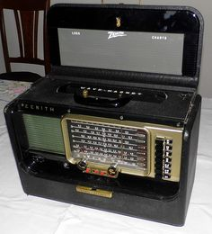 Vintage Zenith Trans-Oceanic Multi-Band Tube Radio, Model Y600, Heavy-Duty High-Quality Construction, 5 Vacuum Tubes, Circa 1956-1957.