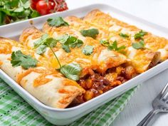 tortilla, sauce napolitaine, oignon, boeuf haché, tomate, gruyère râpé, tabasco, cumin, piment, poivron rouge, poivron vert, crème fraîche épaisse...