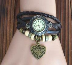 Relógio Pulseira De Couro Com Miçangas E Pingente Coração - R$ 40,00