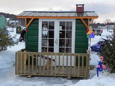 Now THAT's ice fishing in style!!!  This ice shack looks so cozy, I wouldn't want to take it on the lake!