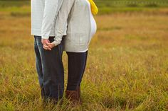 tiffany walensky photography maternity pregnancy portraits what to wear outdoors couples