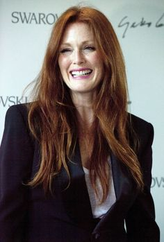 50 and fabulous: Top women over 50 and how to be stylish tips Cultural Influencer Julianne Moore Cultural Influencer Julianne Moore Actor Julianne Moore, 50 Y Fabuloso, Scarlett, 50 And Fabulous, Actrices Hollywood, Anti Aging Tips, Julie, Look Younger, Tips Belleza