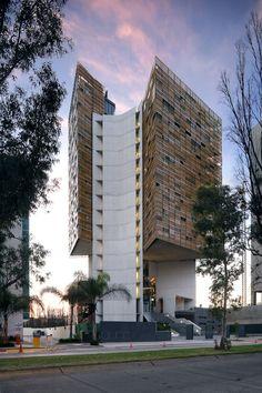 TORRE CUBE 2005 Arquitecto Carme Pinós. Guadalajara, México. El proyecto nace de la voluntad de crear oficinas ventiladas e iluminadas todas ellas con luz natural, y en las que dado el buen clima de la ciudad de Guadalajara el aire acondicionado no fuese necesario.