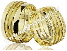 Aliança de noivado e casamento Aliança em ouro amarelo 18k 750 Peso: 20 gramas o par Pedras: 37 diamantes de 1 ponto largura: 8 mm Altura:1.2mm Anatômico baixo Acabamento liso e fosco