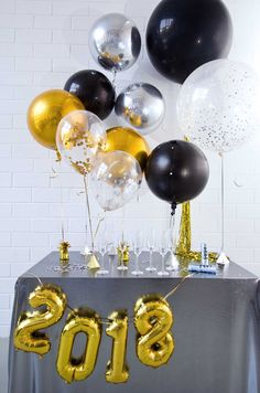 Birthday decorations balloons diy new years trendy ideas Birthday Balloon Decorations, Birthday Balloons, Decoration Party, New Years Eve 2018, New Years Eve Party, Diy Silvester, Giant Balloons, Simple Centerpieces, Nye Party