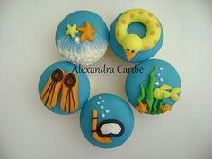 Cupcakes de praia e natação - Beach cupcake Swim Party Cupcakes, Beach Cupcakes, Summer Cupcakes, Holiday Cupcakes, Summer Cookies, Themed Cupcakes, Cupcake Party, Cupcake Decorating Tips, Cake Decorating Supplies