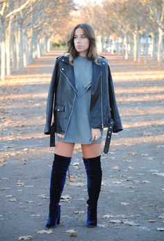 In Trend: Velvet Boots (Trendencies) Blue Knee High Boots, Thigh High Boots Outfit, Navy Blue Boots, Knee Boots, Blue Heels, Date Outfit Casual, Casual Outfits, Cute Outfits, Shoes