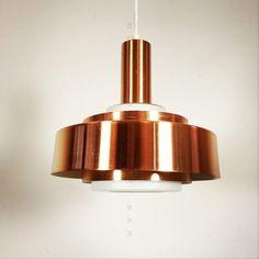 Ravissante suspension en cuivre  brossé et verre des années 60-70.