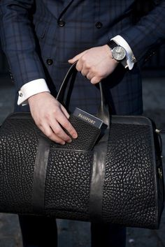 Burberry Gentleman's Essentials Mens Fashion Blog, Best Mens Fashion, Fashion Bags, Men's Fashion, Fashion Beauty, Burberry, Cuir Nappa, Well Dressed Men, Travel Style