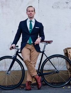 The Look of International Cycling Chic: Perfect Wardrobe : Details