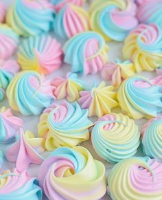 Image uploaded by Naina. Find images and videos about sweet, yummy and cupcakes on We Heart It - the app to get lost in what you love. Wedding Cake Designs, Wedding Cake Toppers, Cupcakes, Cupcake Cakes, Kreative Desserts, Cute Marshmallows, White Wedding Cakes, Purple Wedding, Gold Wedding