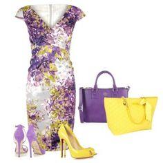 Сиреневые босоножки на каблуке, фиолетовое платье с желтым принтом, фиолетовая или желтая сумка