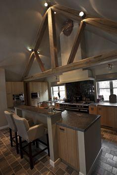 kitchen farmer style, old re-used materials, oad cabinets, delaubrac stove, re-used floor, oak beams Keuken in boerderijstijl, oud eiken balken, hergebruikte vloer, delaubrac fornuis.