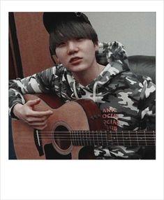 When any of them play an instrument I am quaking 😩💓 Jimin, Min Yoongi Bts, Min Suga, Daegu, Foto Bts, Yoonmin, Mixtape, K Pop, Jikook