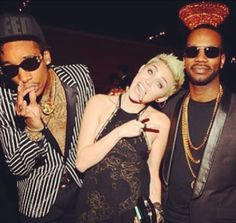 i have never been a fan of Miley Cyrus and still am not, but she rocks that platinum short hair very well.