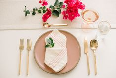 9 Creative Napkin Folding Techniques to Elevate Your Dinner Table - RO & Co. Events 9 Creative Napkin Folding Techniques to Elevate Your Dinner Table - RO & Co. Fancy Napkin Folding, Wedding Napkin Folding, Wedding Napkins, How To Fold Napkins, Wedding Tables, Wedding Decor, Linen Napkins, Cloth Napkins, Paper Napkins
