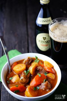 Beef Stew Guinness Beef Stew -- a simple, crowd-pleasing recipe made with tasty stout Slow Cooker Soup, Slow Cooker Recipes, Beef Recipes, Soup Recipes, Dinner Recipes, Cooking Recipes, Guinness Beef Stew, Comfort Food, Le Diner