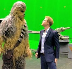 """""""The Duke of Cambridge and Prince Harry toured the production workshops and set of Star Wars today. On the tour, the Princes had a lightsaber battle, and met stars Daisy Ridley, Mark Hamill, and. Prince Henry, Prince Of Wales, Prince William, Prince Harry 2016, Prince Harry And Meghan, Aliens, Arthur Phillip, Line Of Succession, Mark Hamill"""