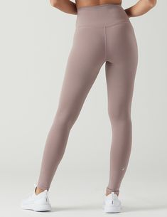 Making a statement with leggings can add serious fashion style to your daily wardrobe. This spicy trend is gaining popularity … Yoga Pants Outfit, Legging Outfits, Sporty Outfits, Yoga Outfits, Cute Outfits With Leggings, Cute Leggings, Cheap Leggings, Sports Leggings, Workout Leggings