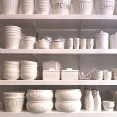 Want all these white ceramic dishes! Scandi Chic, Scandinavian Style, Kitchens, Kitchen Appliances, White Dishes, Shades Of White, Kitchen Stuff, Visual Merchandising, Open Shelving