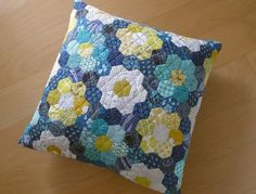 Hexie Pillow by Elizabeth Hartman of Oh, Fransson!
