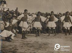 Welcome to Europeana Churchill, Greek Dancing, Greek Traditional Dress, Albanian Culture, Greek Music, Great Photographers, Modern History, Royal Guard, Greek Costumes