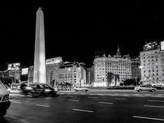FOTOS SIN PORQUE: Fotos de la ciudad nocturna. El obelisco en Blanco y Negro