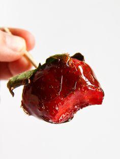 Balsamic Vinegar Toffee Strawberries by raspberri cupcakes, via Flickr
